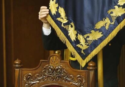Штандарт президента Украины в зале Верховной Рады