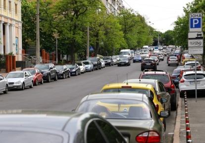 Паркування автомобіля біля власного будинку може стати платним