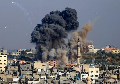 Клубы дым от израильских воздушных ударов по сектору Газа