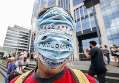 Бельгийцы протестуют против обязательного масочного режима / EPA/UPG