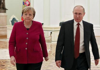 Ангела Меркель и Владимир Путин провели телефонный разговор / EPA/UPG