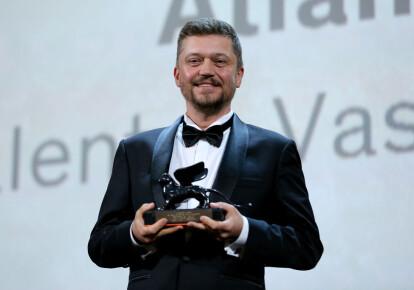 Валентин Васянович з нагородою за кращий фільм під час 76-го Венеціанського кінофестивалю