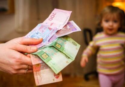 Соцстрах заявил о задержке выплат декретных пособий