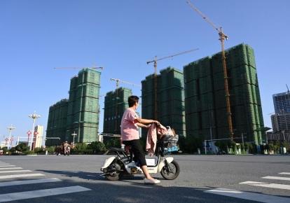 Остановленное строительство жилого комплекса Evergrande в Чжумадянь, центральный Китай, провинция Хэнань, 14 сентября 2021 г.