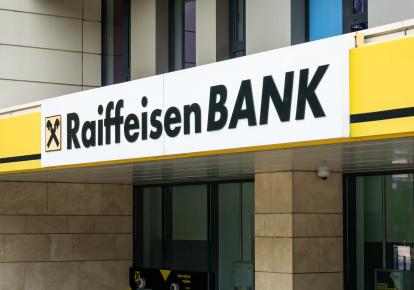 У австрійського Райффайзен Банку є філія в Білорусі, яка дає кредити безпосередньо підприємствам, що підконтрольні режиму