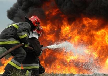 Тушение пожара (иллюстративное фото)