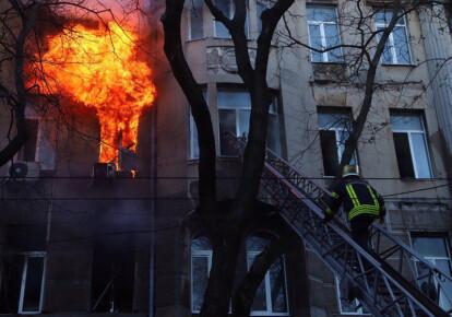 В Одессе горит колледж экономики, права и гостинично-ресторанного бизнеса. Фото: dumskaya.net