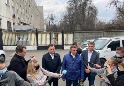 Юрий Дудкин (в синей куртке)