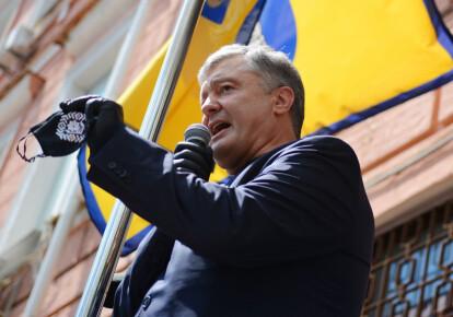 Петро Порошенко біля будівлі Печерського суду. Фото: Getty Images