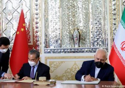 Главы МИД КНР и Ирана - Ван И и Мохаммад Джавад Зариф