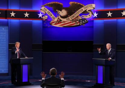 Президент США Дональд Трамп и кандидат в президенты от Демократической партии Джо Байден участвуют в первых президентских дебатах