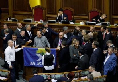 Депутаты от ОПЗЖ блокируют трибуну