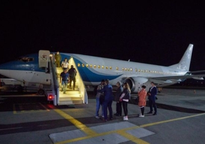 """Літак в аеропорту """"Київ"""" (Жуляни), яким евакуювали українку та її дітей з Сирії"""