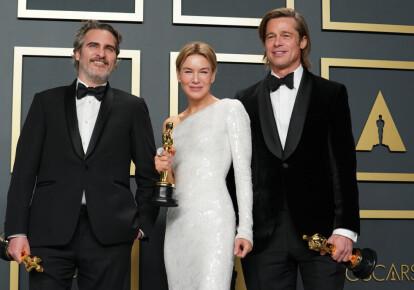"Победители премии ""Оскар-2020"" Хоакин Феник, Рене Хеллвегер, Брэд Питт. Фото: Getty Images"