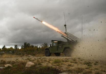 """NASAMS представляет собой вариант использования в качестве зенитных ракет класса """"воздух – воздух"""" c дальностью стрельбы от 25 до 40 км/armadainternational.com"""