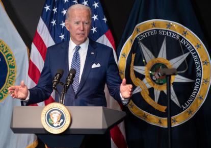 Джо Байден выступает перед 120 сотрудниками Аппарата директора национальной разведки