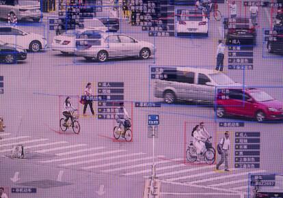 Зображення на екрані роботи системи розпізнавання пішоходів і транспортних засобів у Китаї. Фото: Getty Images