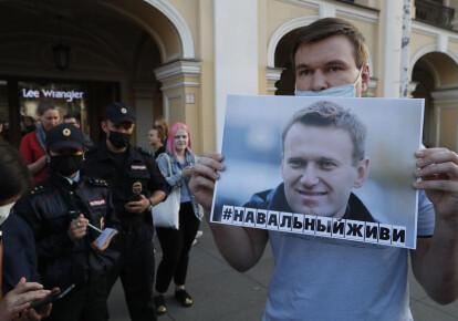 Предположительно Алексея Навального отравили тем же веществом, которым отравили Сергея и Юлию Скрипалей