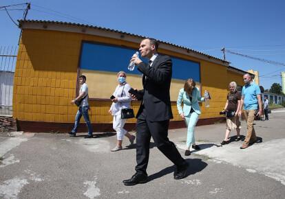 Денис Малюська під час заходу, присвяченого початку великого розпродажу в'язниць, Ірпінський виправний центр (№ 132) в смт Коцюбинське
