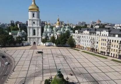 Софійська площа після дрифту автомобілів/фото: Київська міська прокуратура