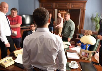 Верховная рада приняла закон о запрете родственникам становиться помощниками-консультантами депутатов / naspravdi.info