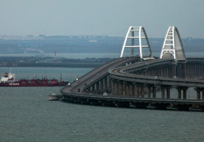 Вид на Кримський міст через Керченську протоку