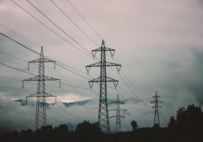 Бригады облэнерго восстанавливают электроснабжение