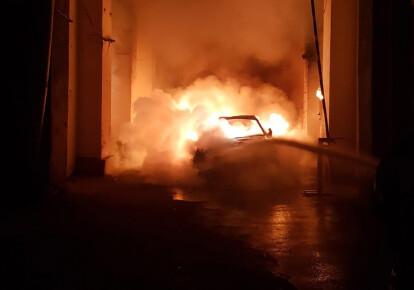В центре Киева сгорел элитный автомобиль невестки Валерии Гонтаревой. Фото: nv.ua