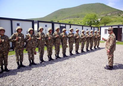 Азербайджан разместил на подконтрольных территориях 20 воинских частей