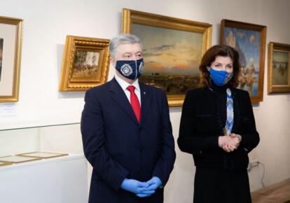 Петр Порошенко с супругой Мариной на открытии выставки в Музее Гончара, 26 мая. Фото: УНИАН