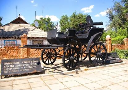 Памятник тачанке в Гуляйполе
