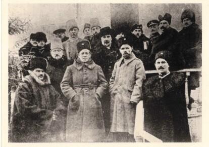 Головний Отаман військ Симон Петлюра в оточенні членів Уряду і вищого командного складу Армії УНР після наради в с. Ялтушкові 7 листопада 1920 р.