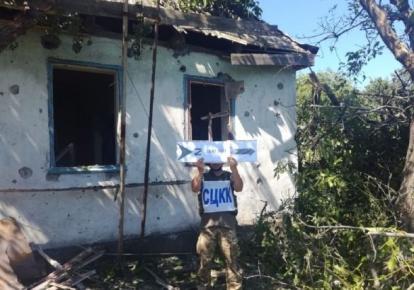 Разрушенный в результате обстрела боевиков дом