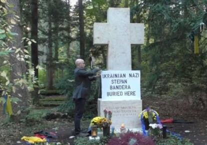 Прокремлевский пропагандист Грэмм Филлипс осквернил могилу Бандеры в Мюнхене