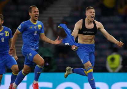 Артем Довбик святкує гол у ворота збірної Швеції