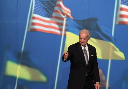 Джо Байден во время одного из визитов в Киев, архивное фото