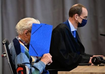 Подсудимый Йозеф С. и его адвокат в зале суда в Бранденбург-на-Гавеле