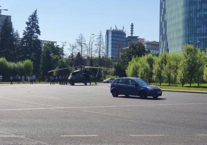 Вертолет вооруженных сил США Black Hawk