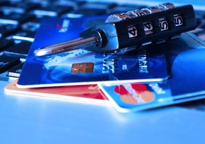 Ощадбанк прекратит автоматическое продление срока действия платежных карточек ВПО