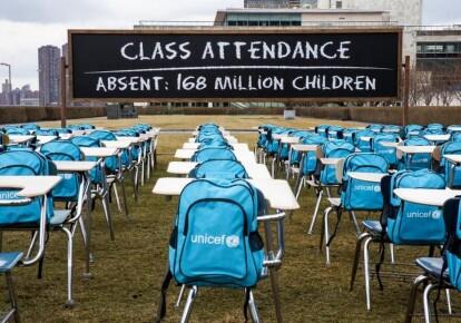 Почти год не работают школы, в которых учатся 168 млн детей