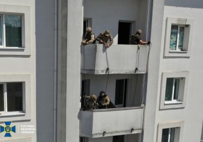 """По легенде тренировок, """"террористы"""" заминировали 9-этажный отель"""
