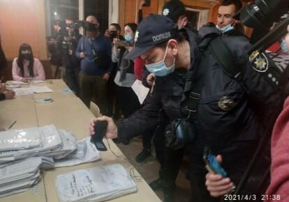Поліція на виборчій дільниці