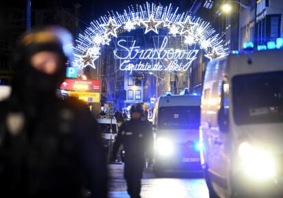 Невідомий відкрив вогонь біля різдвяного ярмарку у Страсбурзі увечері 11 грудня. Фото: EPA