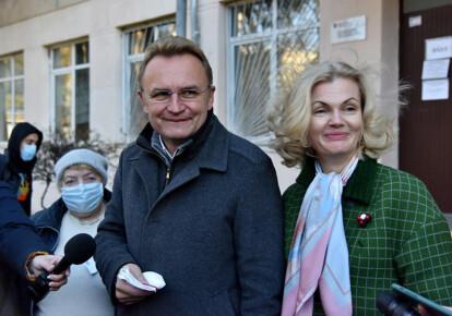 Андрей Садовый с супругой Екатериной во время голосования во втором туре выборов мэра Львова