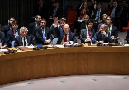 Посол России в ООН Василий Небензя (в центре)
