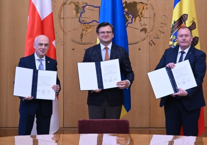 Слева направо: Давид Залкалиани, Дмитрий Кулеба, Аурелиу Чокой