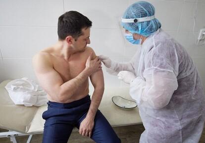 Президент Украины Владимир Зеленский получает прививку от COVID-19
