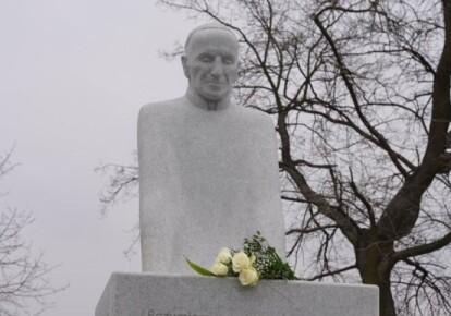 Памятник украинскому священнику в Польше
