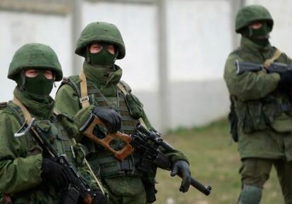 Російські солдати без роспізнавальних знаків у Криму, 2014 рік