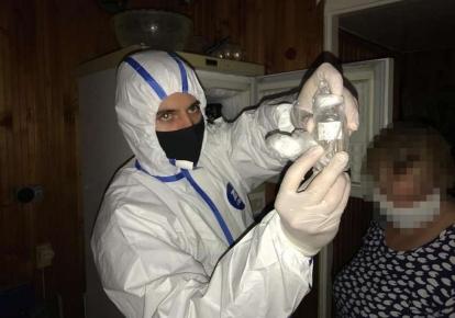 Штаммы вируса подозреваемая хранила дома в холодильнике